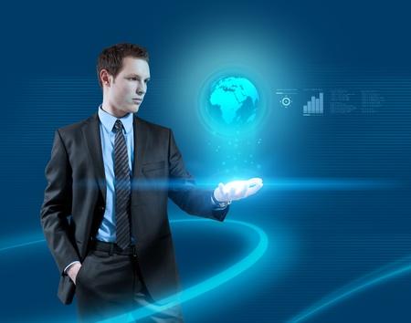 Jonge zakenman navigeren in virtual reality interface. Toekomstige collectie. Een van een serie.