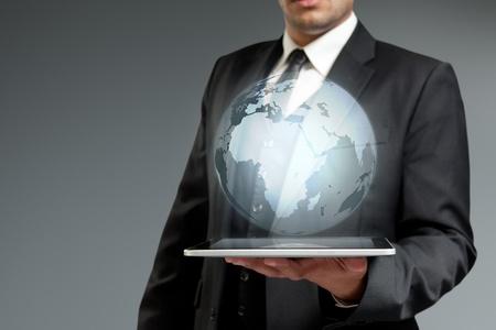 holographic: Mondiale tecnologia concetto di comunicazione. Globe dal Tablet PC. Touch pad raccolta interfaccia. Archivio Fotografico