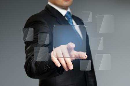 touchscreen: Pulse el bot�n de interfaz t�ctil. Lugar logo, texto o producto. Empresario presionando sensor copyspace llave cuadrada. Serie de la colecci�n Futuro.