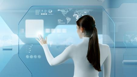Toekomstige technologie touchscreen interface Meisje wat betreft het scherm interface in hi-tech interieur Business dame te drukken virtuele knop in futuristische kantoor Stockfoto
