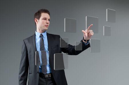 pushing the button: Empresario pulsaci�n de botones del hombre joven tocando interfaz de la pantalla pulsar la tecnolog�a futura inserci�n interfaz colecci�n