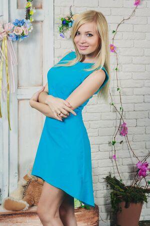 sexy young girl: Красивая молодая блондинка в коротком светло-голубом платье