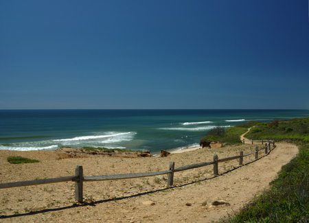 montauk: Nature trail by the Atlantic Ocean under a blue sky in Montauk at the tip of Long Island, NY, USA