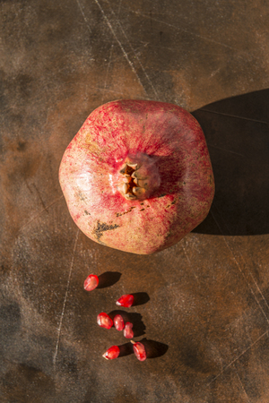 Healthy food concept. Still life with pomegranates on wooden table. Banque d'images - 121793208