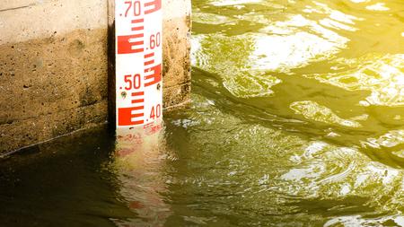 Misura del livello dell'acqua alla diga