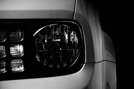 Autoscheinwerfer - Licht und Schatten Standard-Bild