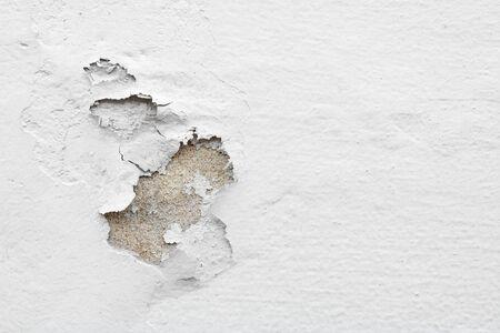 Viejo muro de yeso pelado blanco
