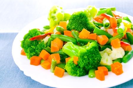 coliflor: Mezcla de verduras en un plato