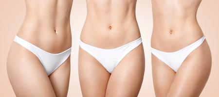 Conjunto de mujer con cuerpo perfecto, viste bragas blancas, piel suave, estómago en forma, piernas delgadas viste ropa interior blanca, aislada sobre fondo beige. Mujeres, dieta, concepto de estilo de vida saludable