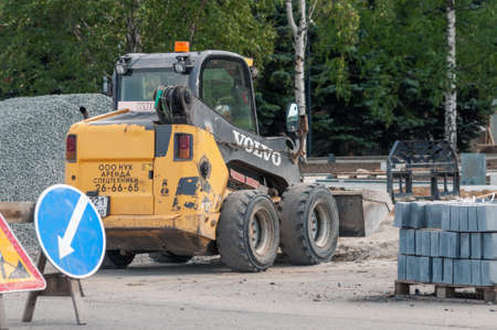 a mini-loader on the construction site Редакционное
