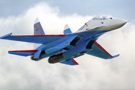 modern fighter: Novosibirsk, in Russia: 25 luglio 2014 - Scy � il mio amore airshow. Moderna jet da combattimento russo Su-27.