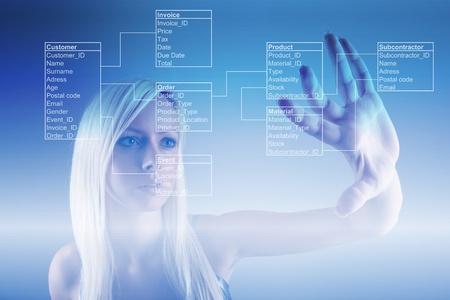 cientificos: Chica con las tablas de base de datos