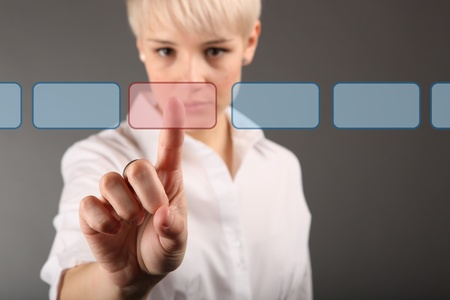 toma de decision: la toma de decisiones concepto - mujer de negocios de tocar la pantalla