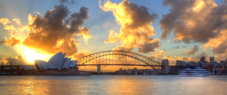 sydney: Sydney Harbour with Opera House and Bridge