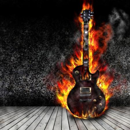 metalico: La guitarra ardiendo en la antigua habitación Foto de archivo
