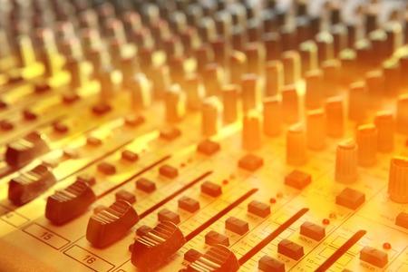 Quipements record son studio avec faders Banque d'images - 37378657