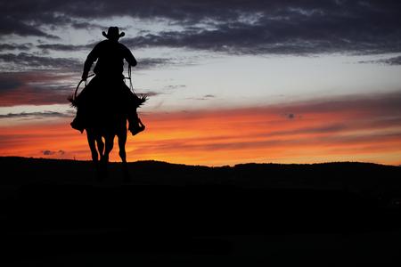 Cowboy silhouette on a horse during nice sunset Reklamní fotografie - 63675102