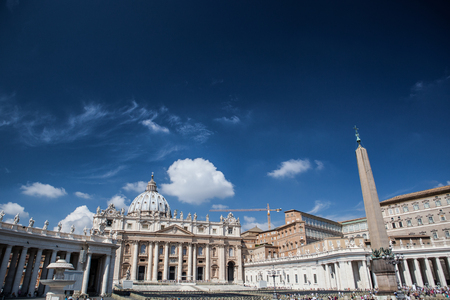 st  peter's basilica pope: Famous Saint Peters Square in Vatican,  an aerial view of the city Rome, Italy.