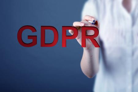 Mujer de negocios y concepto de GRPR - regulación general de protección de datos Foto de archivo - 89342848