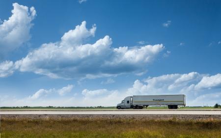 道路上の半トラック 写真素材
