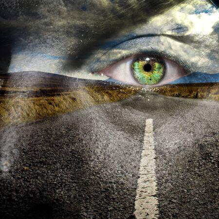 buena salud: Mantenga sus ojos en el camino para la seguridad m�xima en carretera y llegar a su destino en buen estado de salud Foto de archivo
