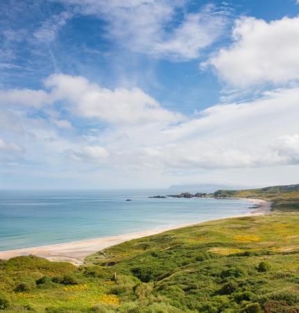 日当たりの良い海岸と自然のビーチを予約白公園湾アントリム北アイルランドで 写真素材