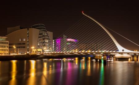 Samuel Beckett Bridge at night crossing Dublins Liffey River Stock Photo