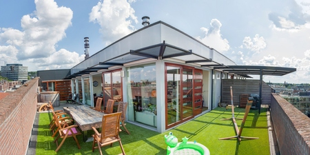 オランダのアイントホーフェン市内中心部で高価な大規模なペントハウス アパートメント 写真素材 - 22843134