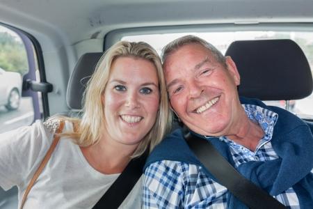 タクシーの乗客の父と娘と 写真素材