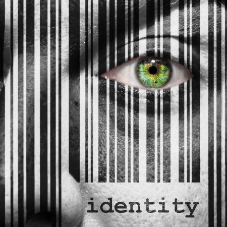 男の顔の上に重ね概念として word アイデンティティとバーコード 写真素材