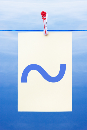 Seamless washing line with paper against a blue sky showing tilde Banco de Imagens