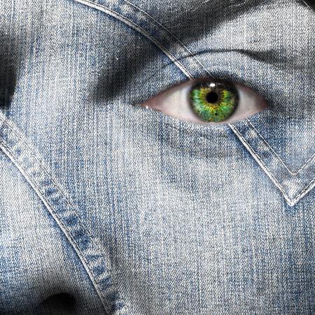 緑色の目で人間の顔の上に重ねデニム繊維