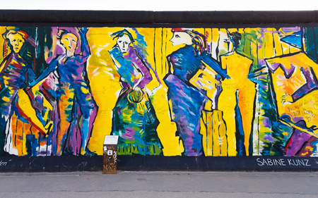 2014 年 3 月 30 日ベルリン - ベルリンのイースト サイド ギャラリーのアートワークと落書きを含む、国際記念自由壁は 1 3 キロ