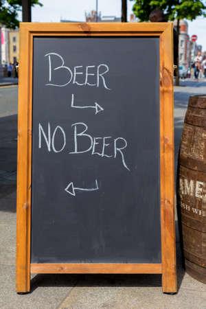 ブラック ボード テキスト ビールとビール 写真素材