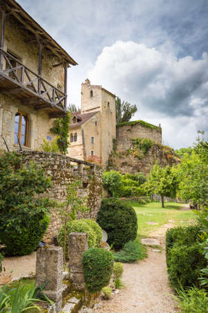 parc naturel: Typical housing in Saint Circ Lapopie in France