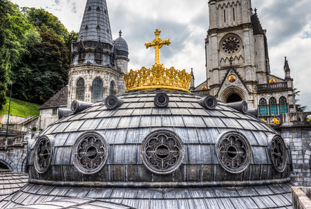 devout: The gilded crown and cross surmounting the dome on the Upper Basilica Stock Photo