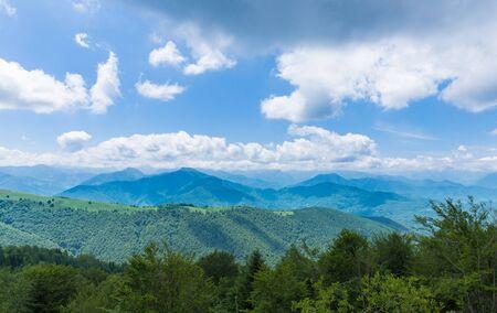 parc naturel: View of the lush Pyrenees at Boussenac