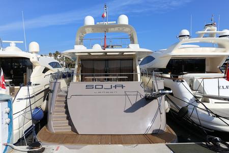 super yacht: CANNES, Francia - 12 aprile 2015: Yacht ancorato a Port Pierre Canto presso il Boulevard de la Croisette a Cannes, Francia. Cannes � sinonimo di glamour grazie al suo festival del cinema di fama mondiale. Editoriali