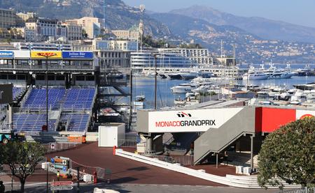 モナコ - 2015 年 4 月 13 日: モナコ壮大な Prix 2015 の準備。モナコ壮大な Prix 回路 de モナコ、モナコの通りでレイアウト狭いコースで開催されたフォー