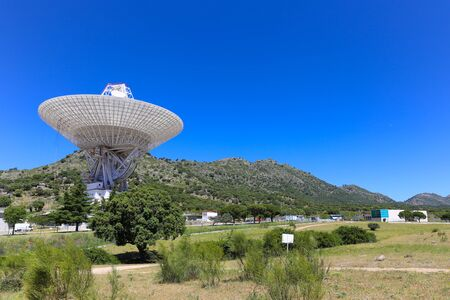 communicatie: Robledo de Chavela, Spanje 15 mei 2015: De Madrid Deep Space Communications Complex is een grondstation in Spanje. Het is onderdeel van NASA's Deep Space Network om te communiceren met ruimtevaartuigen.