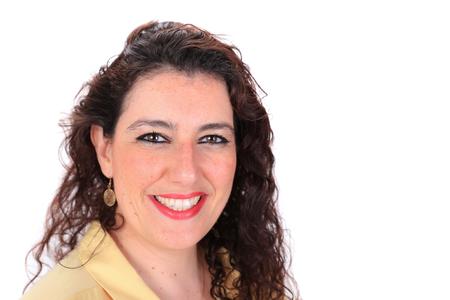 ojos marrones: Cara hacia adelante tiro en la cabeza normal de una mujer espa�ola con los ojos marrones pelo largo y oscuro que llevaba una blusa amarilla Foto de archivo