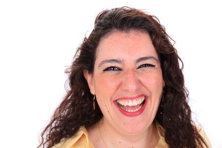 ojos marrones: Cara tiro en la cabeza delante de una risa femenina espa�ola con el pelo oscuro y rizado y ojos marrones