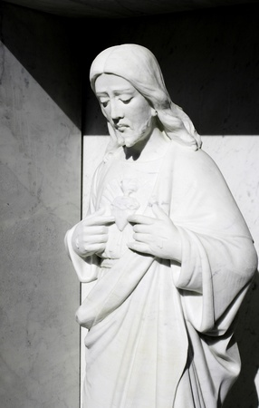 sacre coeur: Sculpture en marbre blanc de Jésus et son Sacré-C?ur
