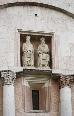 hebraism: Two marble medieval Romanesque Gothic decorative statues representing King David and another Prophet