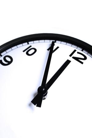 白い背景で隔離壁時計の詳細 写真素材