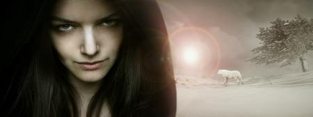 maquillaje fantasia: Hermosa mujer seductora joven modelo de retrato en un fondo de la fantas�a