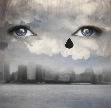 ojos llorando: Fondo surrealista que representa dos ojos humanos llorando encima de las nubes con un horizonte de la ciudad moderna y el agua bajo