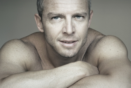Close up Portrait einer jungen attraktiven Mann Standard-Bild - 21000112