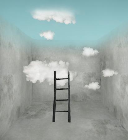 Surrealistische kamer met houten ladder en wolken en hemel in het plafond