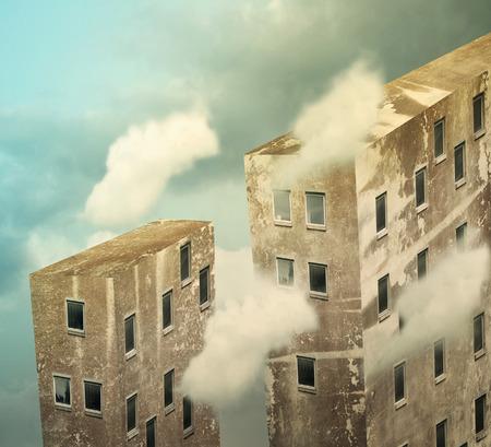 Artistieke wolkenkrabbers in de hemel boven de wolken Stockfoto